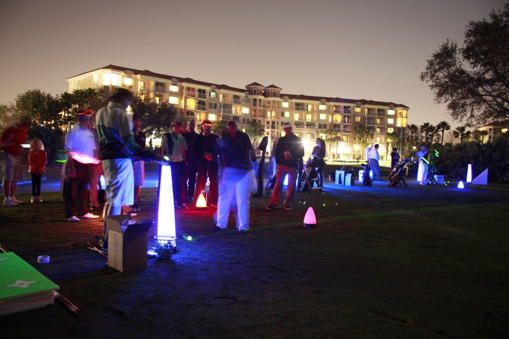 Glow_Golf_party