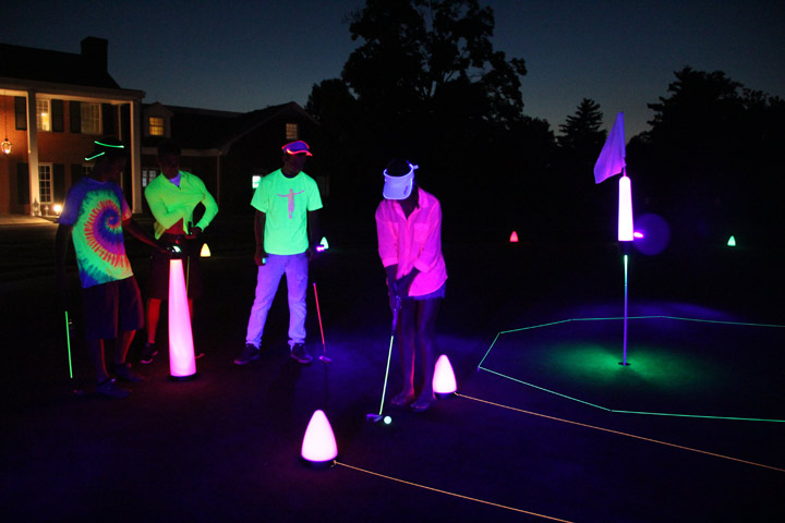 Cosmic night golf putting competition